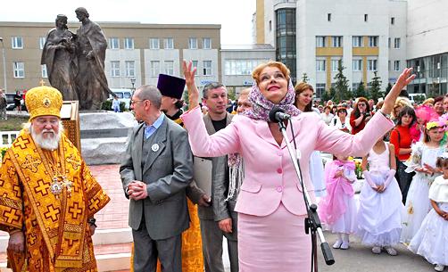 НА ОТКРЫТИИ ПАМЯТНИКА святым Петру и Февронии Муромским в Ульяновске