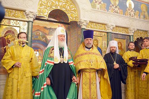 ОСЕНЬЮ ПРОШЛОГО ГОДА Святейший Патриарх наградил о. Григория крестом доктора богословия